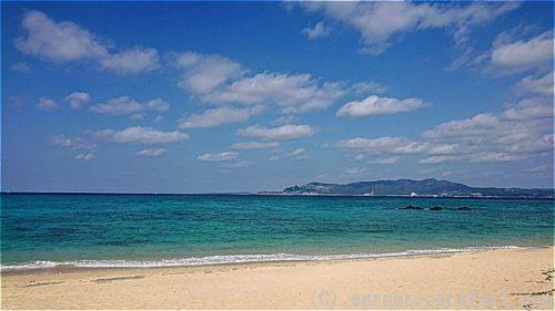 沖縄のきれいな海と白い砂浜