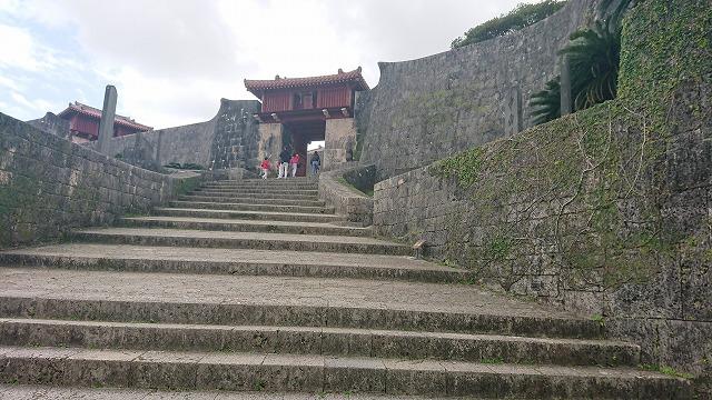 首里城・瑞泉門に向かう琉球石灰岩の階段